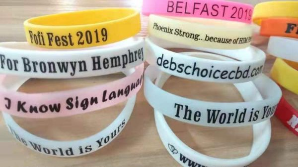 customized-rubber-wristband-printing-small-gifts-for-party-guests-engagement-gifts-wedding-bridal-gifts