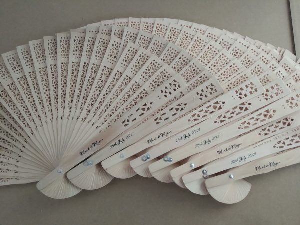 personalised-wooden-fans-wedding-souvenirs-wholesale-engagement-gifts-for-guests