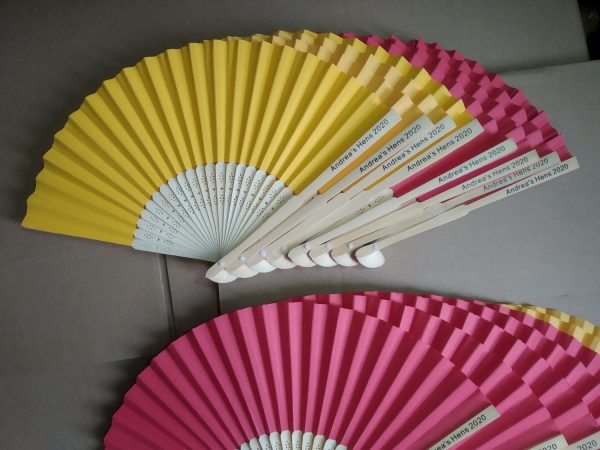 promotional-hand-held-paper-fans-cheap-wedding-party-favors-that-are-not-junk