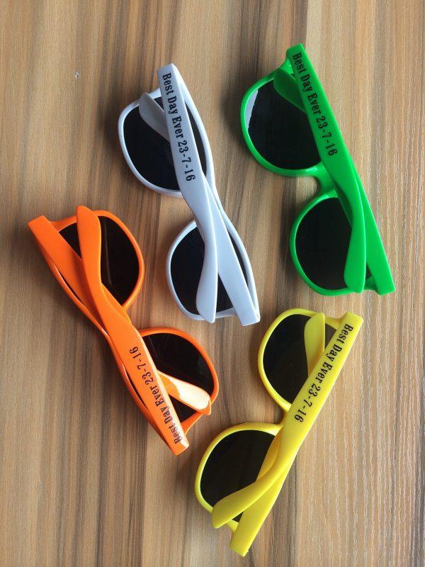 sunglasses-summer-prom-favors-wayfarer-sunglasses-wedding-guest-gift-ideas